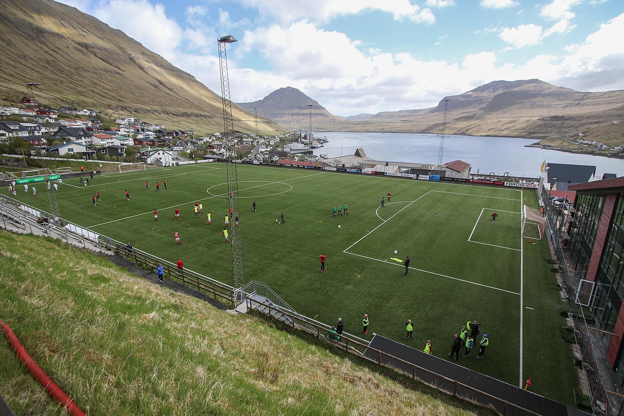 Dysturin fluttur til Fuglafjarðar
